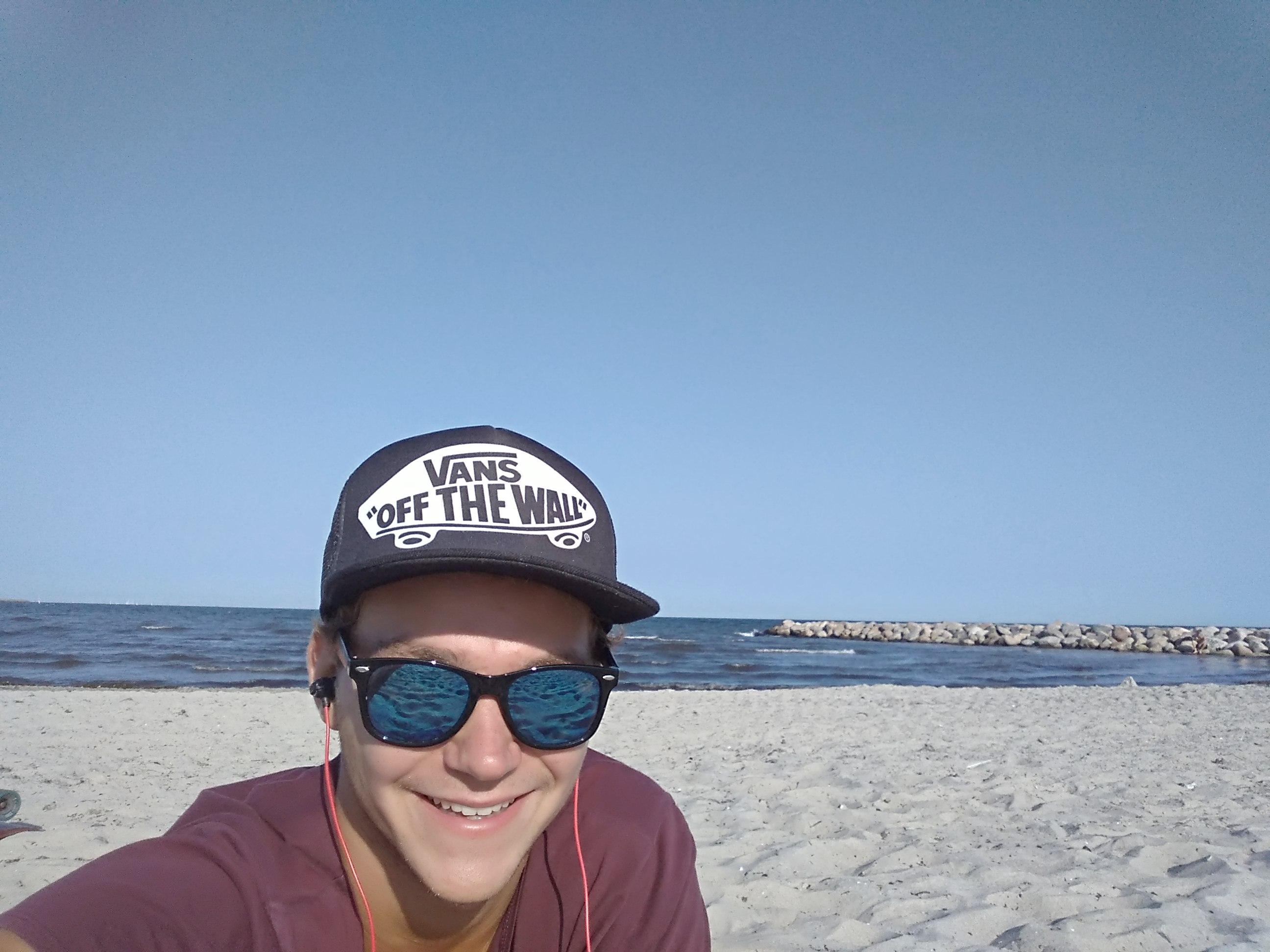 Tomáš na pláži v Køge.